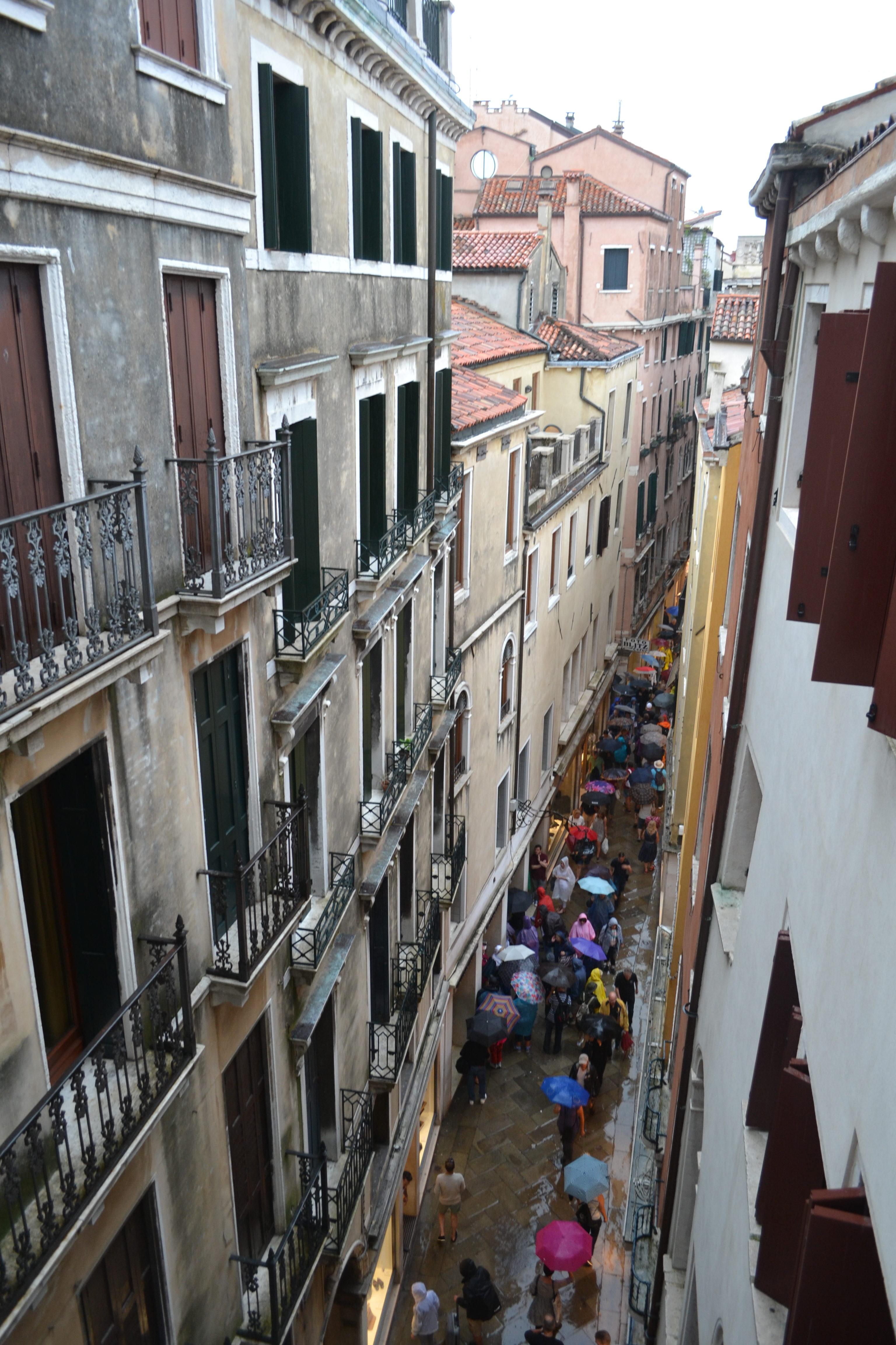 crowded-street-dsc_0367
