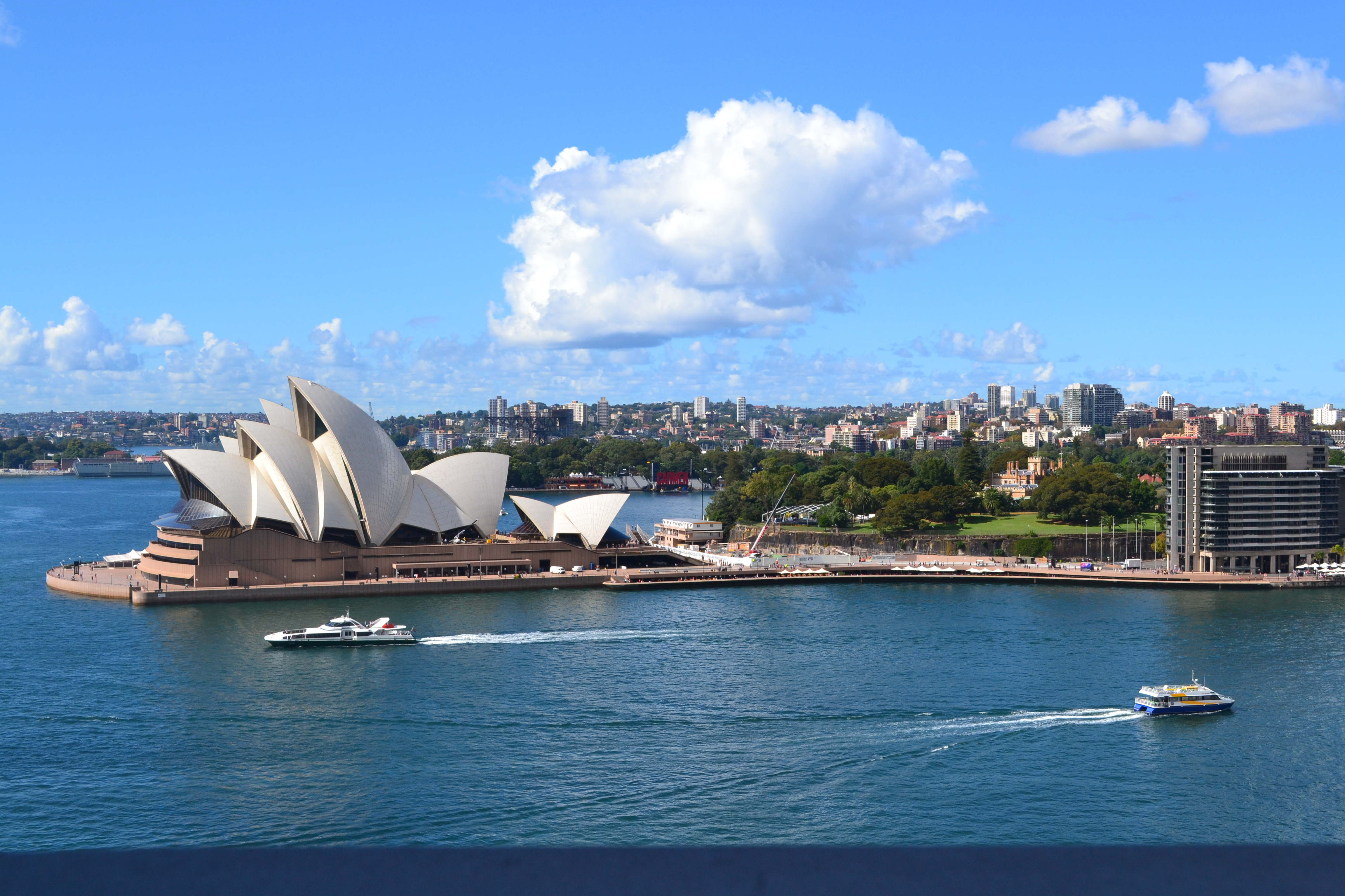 aus-sydney-opera-house-and-water