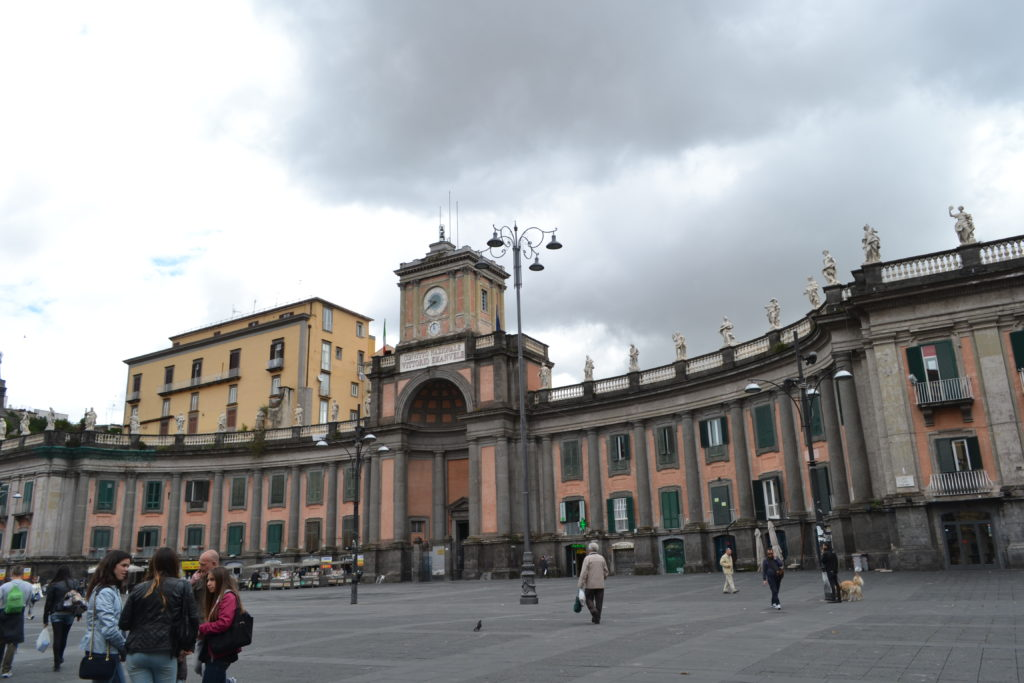 Morning in Napoli, at Piazza Dante