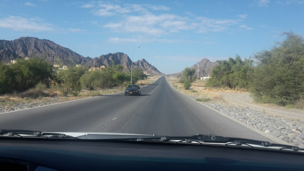 Traffic non-existent Top Reasons Road Trip Oman 20161207_093515